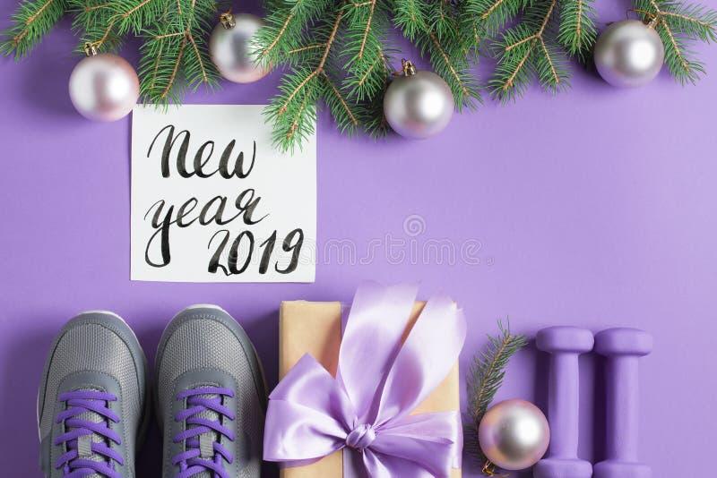 Concept de branches d'espadrilles d'haltères de composition en sport de Noël photographie stock