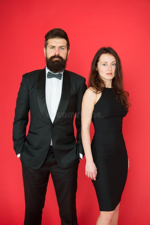 Concept de cérémonie de remise des prix Robe élégante de monsieur d'usage de fille barbue de smoking Code vestimentaire formel Év photo libre de droits