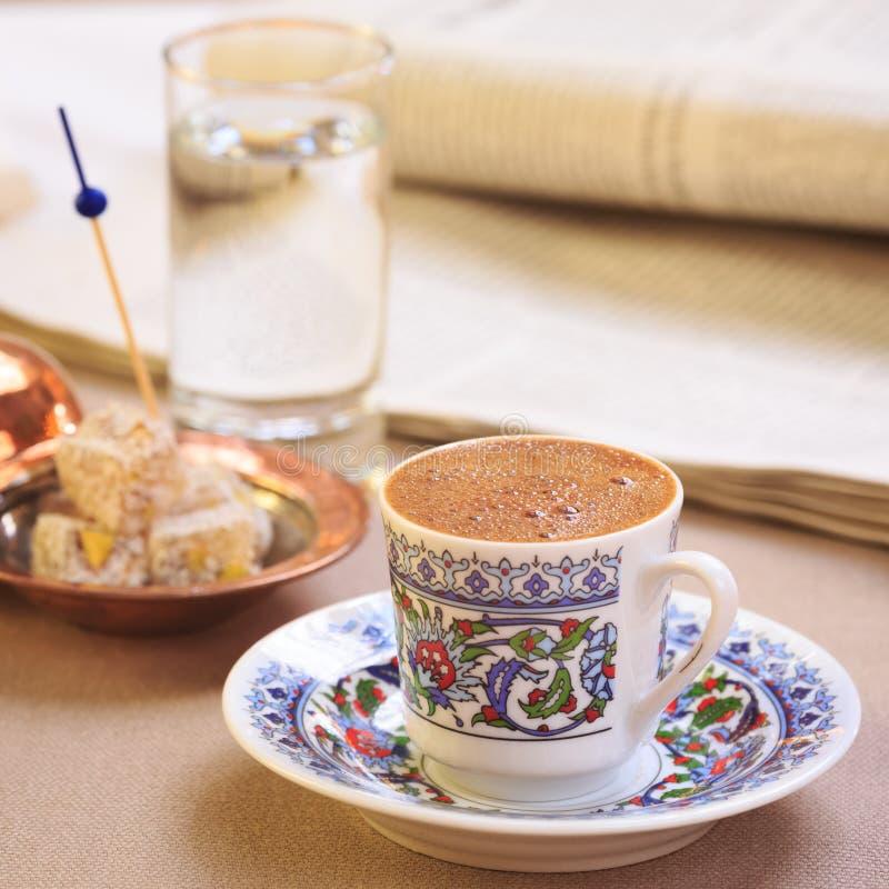 Concept de café turc Plaisir turc de plat authentique image stock