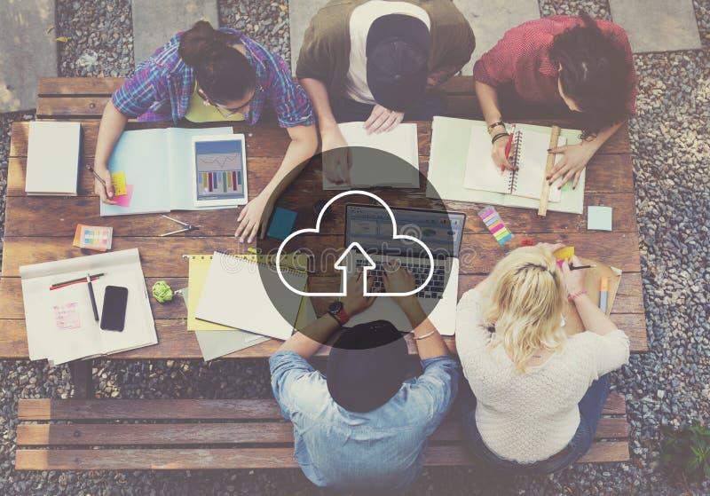Concept de calcul de Digital de transfert d'Internet de stockage de nuage photo libre de droits