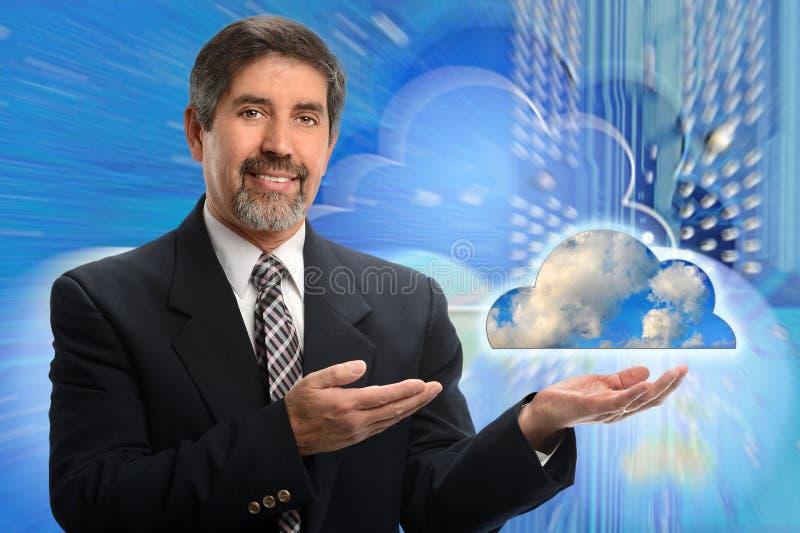 Concept de calcul hispanique d'homme d'affaires et de nuage photographie stock