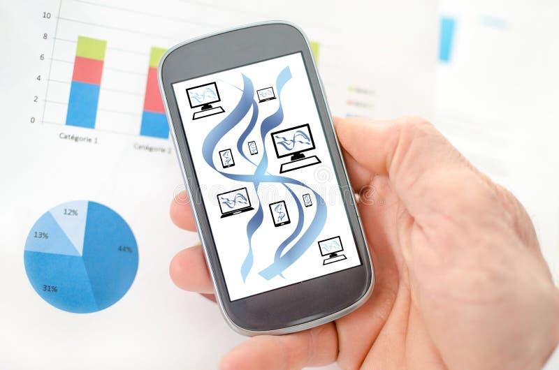 Concept de communication de r?seau sur un smartphone illustration de vecteur