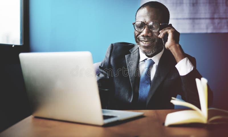 Concept de connexion de Laptop Networking Communication d'homme d'affaires photo libre de droits