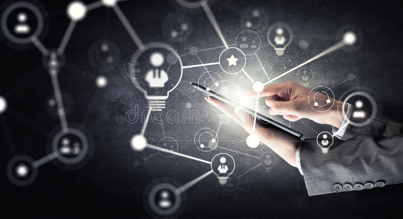 Concept de connexion sans fil et de nouvelle technologie Media mélangé Media mélangé photographie stock