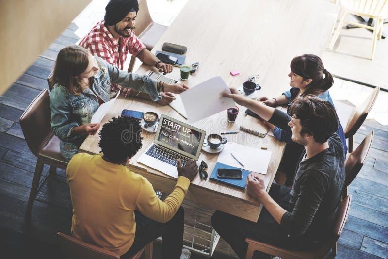 Concept de démarrage de planification de séance de réflexion de réunion d'affaires image libre de droits