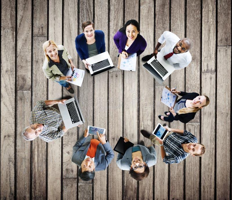 Concept de dispositifs de Digital d'ordinateur portable de technologie de télécommunications mondiales photographie stock