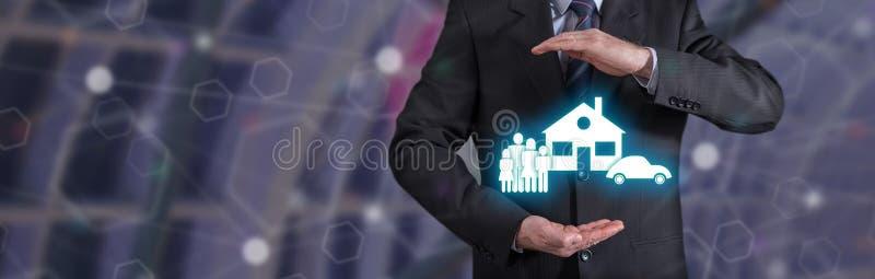 Concept de famille, voiture, assurance à la maison image stock