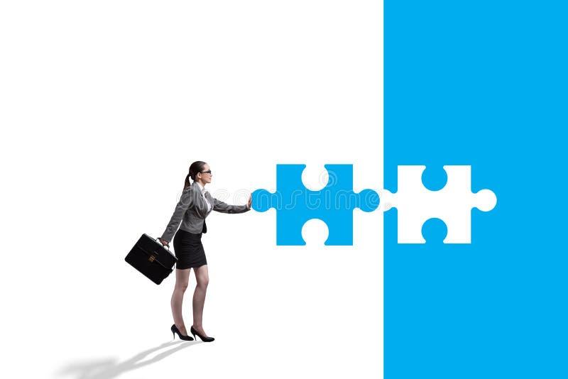Concept de femme d'affaires avec manquer le morceau de puzzle denteux illustration stock