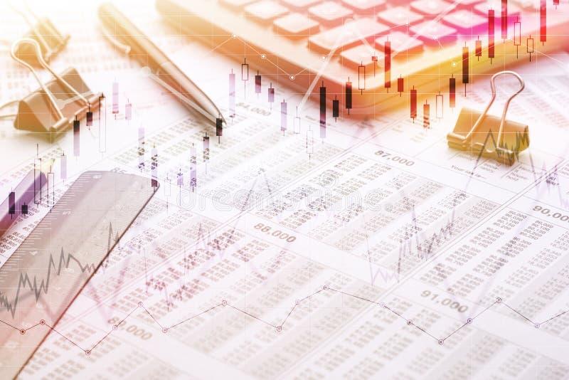 Concept de finances et d'opérations bancaires Livre de comptes d'économie de banque pour des finances d'affaires avec le stylo L' photographie stock