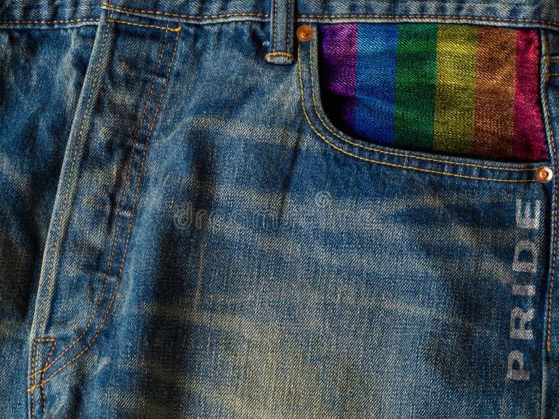 Concept de fond de fierté de Lgbt Blues-jean de denim et drapeau d'arc-en-ciel photo libre de droits