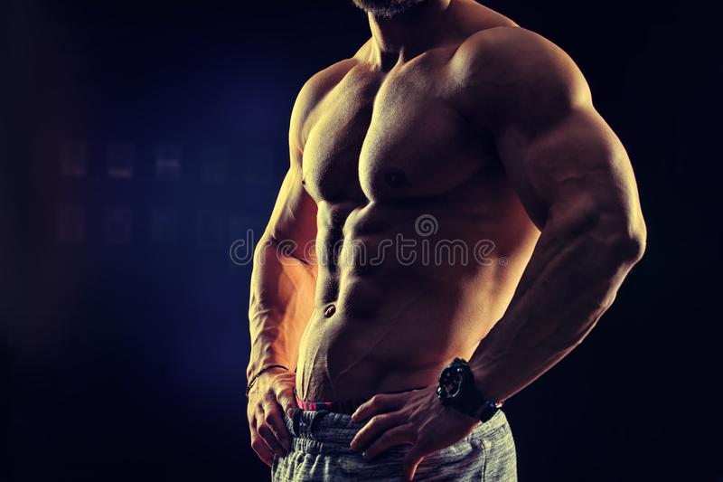 Concept de forme physique de bodybuilding Homme intense Muscul convenable et sain photo libre de droits