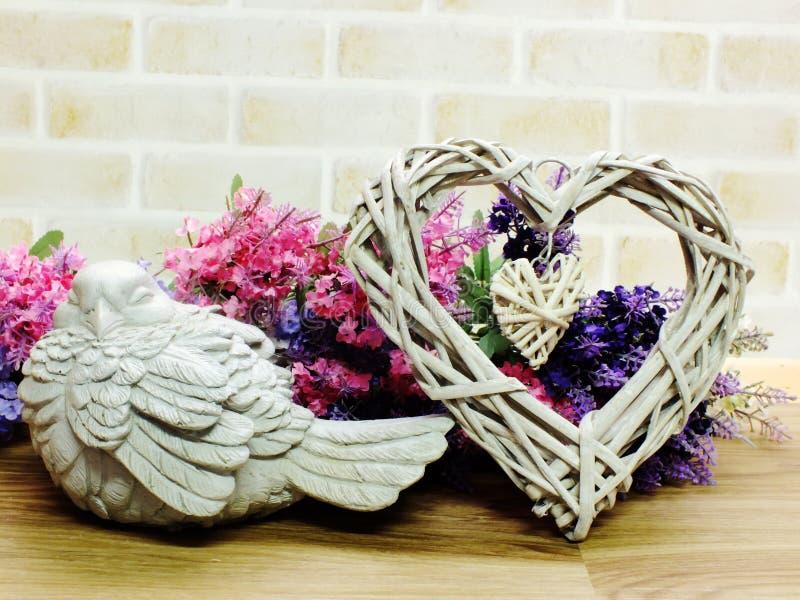 Concept de jour du ` s de Valentine avec le symbole de coeur et le beau décor images stock
