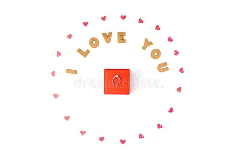 Concept de jour du ` s de Valentine Déclaration de l'amour, cadre fait de coeurs de papier Dans le boîte-cadeau rouge central ave images libres de droits