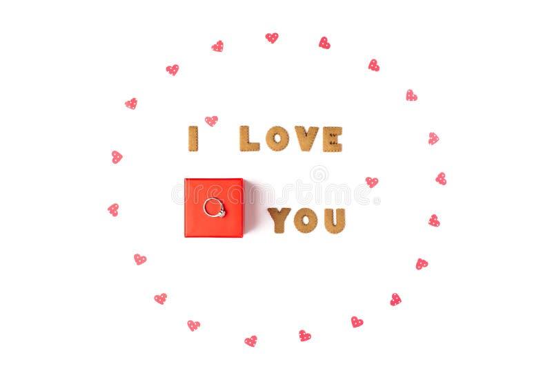 Concept de jour de Valentines Déclaration de l'amour, cadre fait de coeurs de papier Dans le boîte-cadeau rouge central avec l'an photos stock