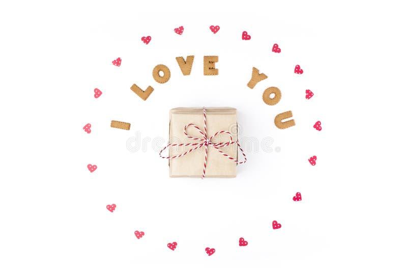 Concept de jour de Valentines Déclaration de l'amour, cadre fait de coeurs de papier Dans le cadeau central en papier de métier C photo libre de droits