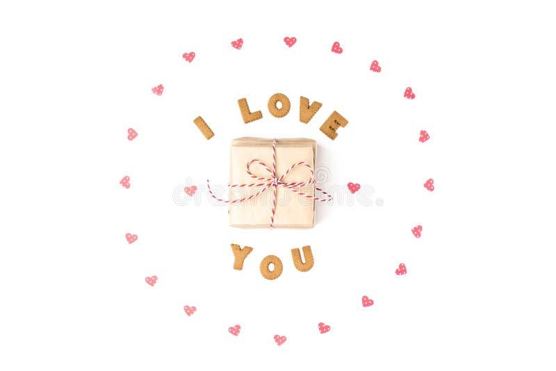 Concept de jour de Valentines Déclaration de l'amour, cadre fait de coeurs de papier Dans le cadeau central en papier de métier C image stock