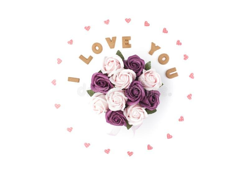 Concept de jour de Valentines Déclaration de l'amour, cadre fait de coeurs de papier En fleurs centrales dans une boîte Configura images libres de droits