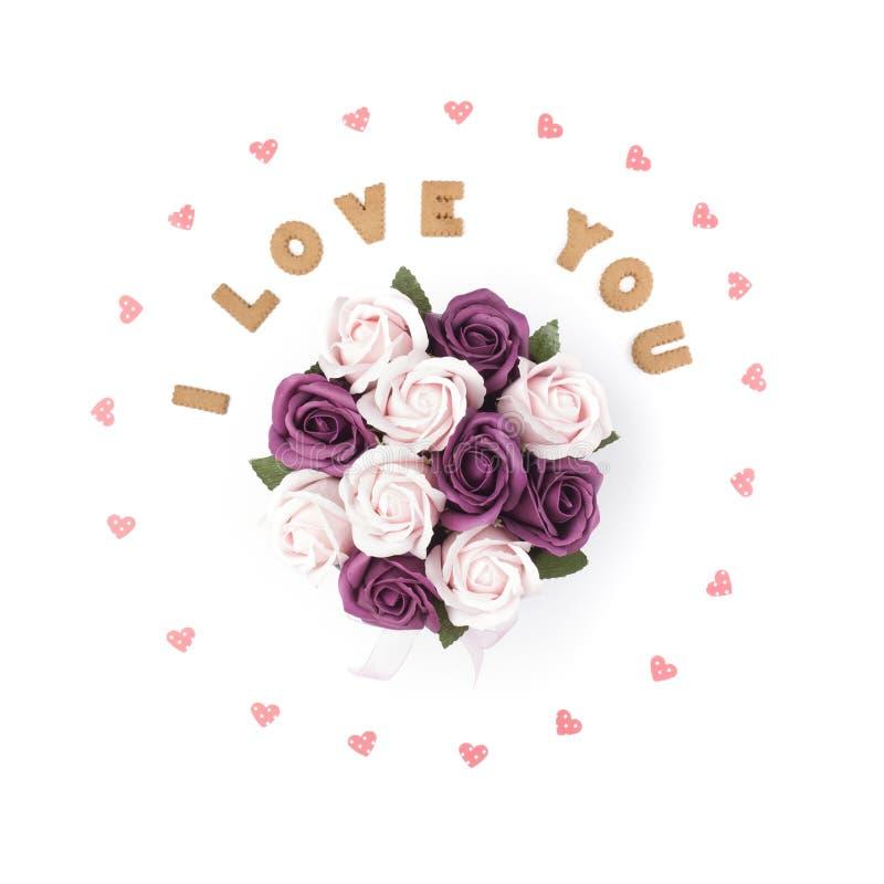 Concept de jour de Valentines Déclaration de l'amour, cadre fait de coeurs de papier En fleurs centrales dans une boîte Configura images stock