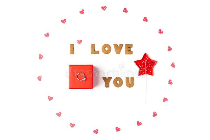 Concept de jour de Valentines Déclaration de l'amour, cadre fait de coeurs de papier, lucette Dans le boîte-cadeau rouge central  photographie stock