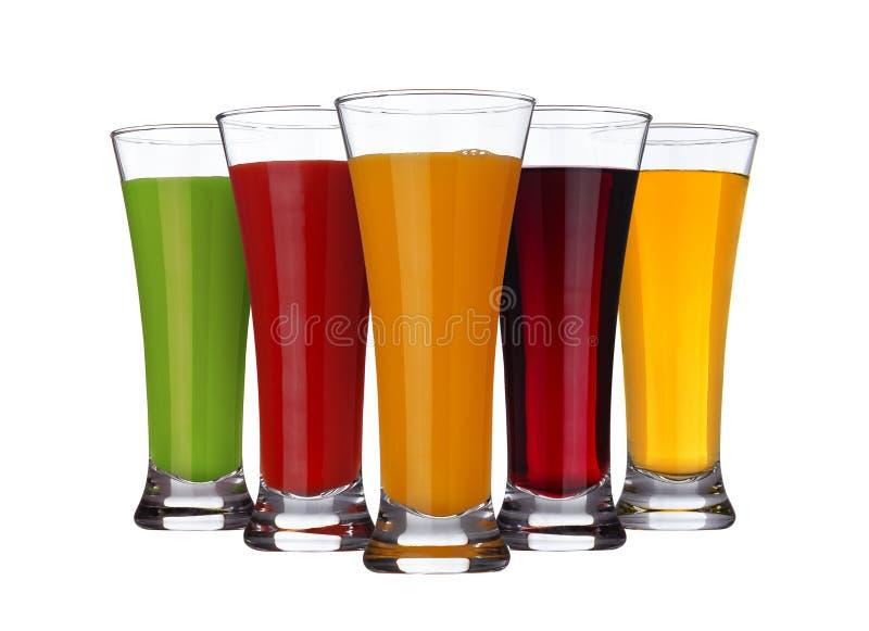 Concept de jus de fruit, verres de diff?rents jus des fruits et l?gumes d'isolement sur le fond blanc image libre de droits