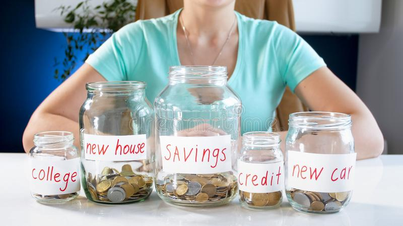 Concept de l'épargne de investissement et de gestion de famille images stock