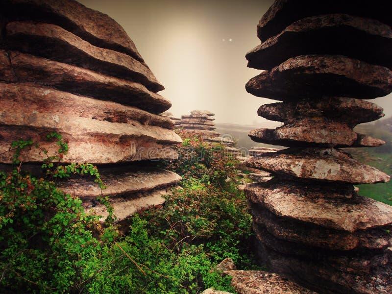 Concept de l'?quilibre et de l'harmonie roches sur la côte de dans la nature images libres de droits