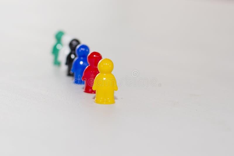 Concept de la conduite Chemise jaune d'un gagnant Foyer sur un article avant image stock
