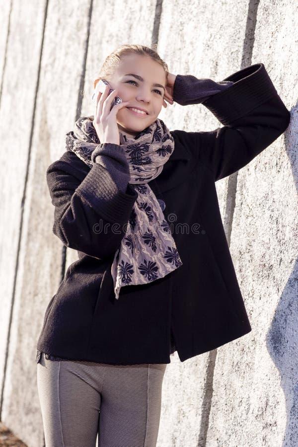 Concept de la jeunesse et de communication Jeune PS caucasien d'adolescente photographie stock libre de droits