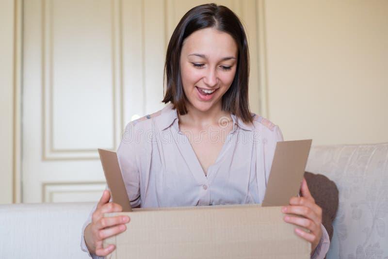 Concept de la livraison et expédition et service postal photographie stock libre de droits