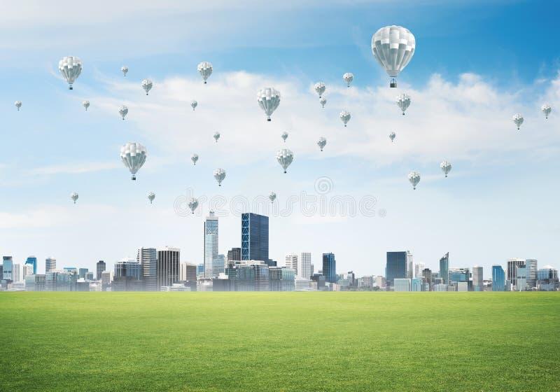 Concept de la vie de vert d'eco avec des aérostats volant au-dessus de la ville photographie stock libre de droits