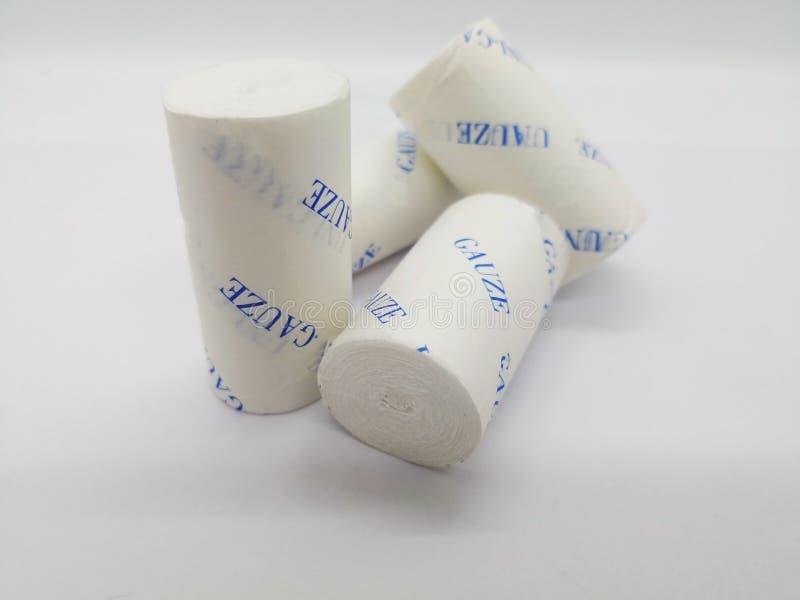 Concept de médicament Gazes blanches de petit pain d'isolement sur le backgrou blanc images libres de droits