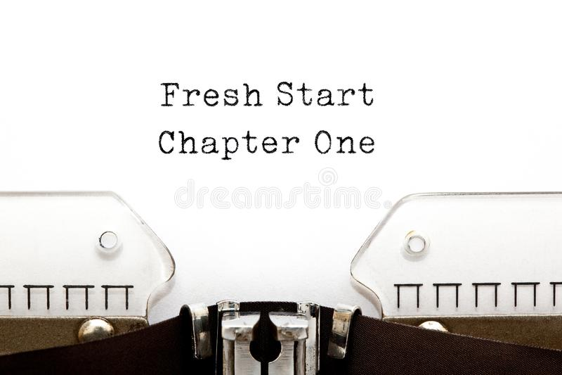 Concept de machine à écrire du chapitre un de nouveau début image libre de droits