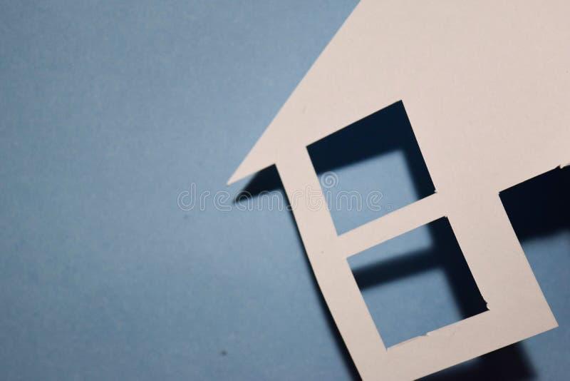 Concept de maison en papier sur le mur Composition horizontale Vue supérieure photo libre de droits