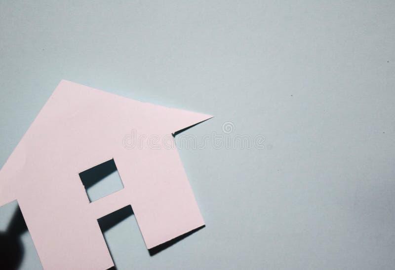 Concept de maison en papier sur le mur Composition horizontale Vue supérieure photographie stock libre de droits