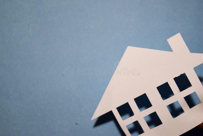Concept de maison en papier sur le mur Composition horizontale Vue supérieure photographie stock