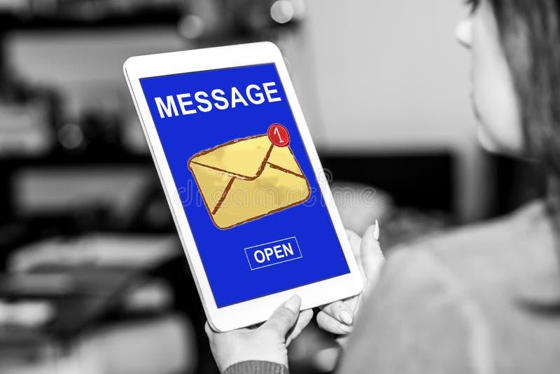 Concept de message sur un comprim? photo stock