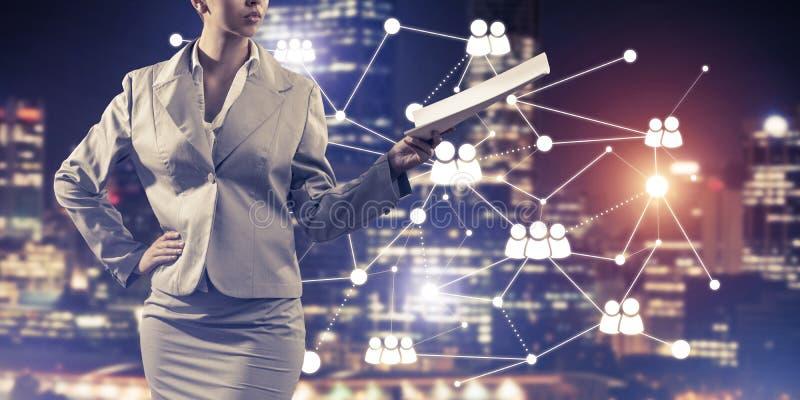 Concept de mise en réseau moderne d'affaires qui se relient et coopèrent photos libres de droits