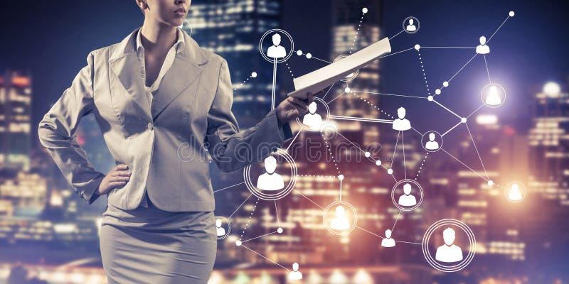 Concept de mise en r?seau moderne d'affaires qui se relient et coop?rent les gens image stock