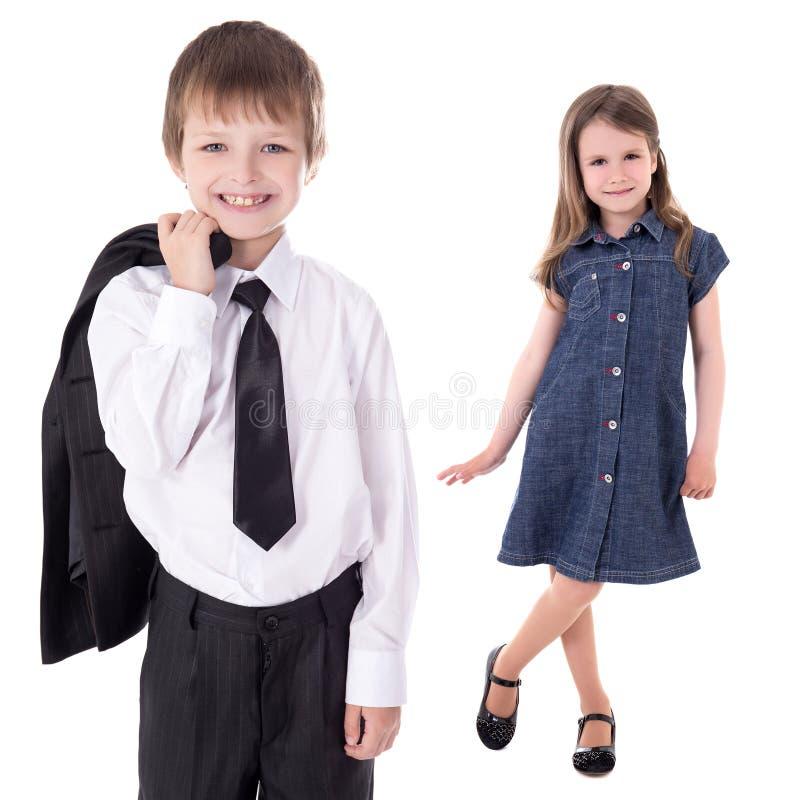 Concept de mode d'enfants - fille d'iand de petit garçon d'isolement sur le petit morceau photo libre de droits