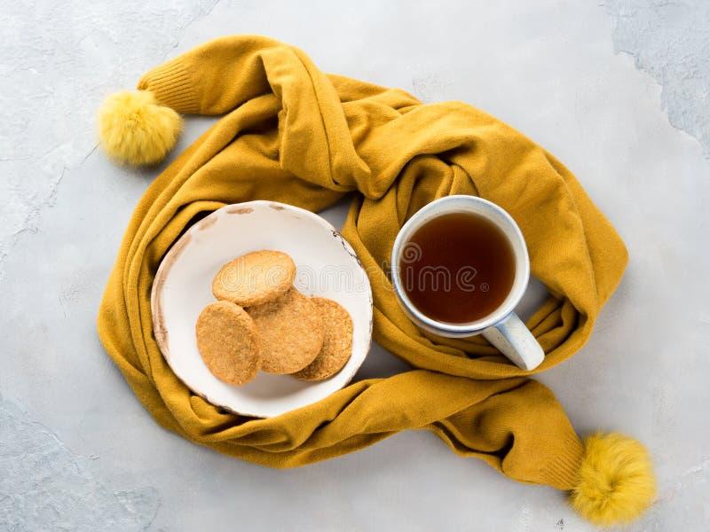 Concept de nourriture de confort d'hiver avec le thé photographie stock libre de droits