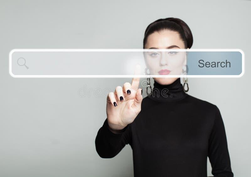 Concept de nouvelle technologie et de surfing sur Internet photos stock
