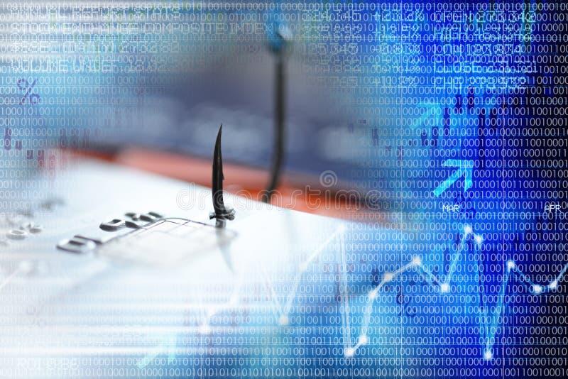 Concept de Phishing avec la carte de crédit dans un hameçon, suggérant le crime de cyber, avec des données binaires numériques en image libre de droits