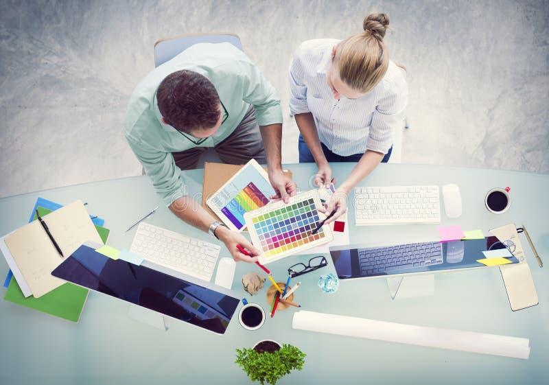 Concept de poste de travail de stratégie d'association de planification de séance de réflexion images stock