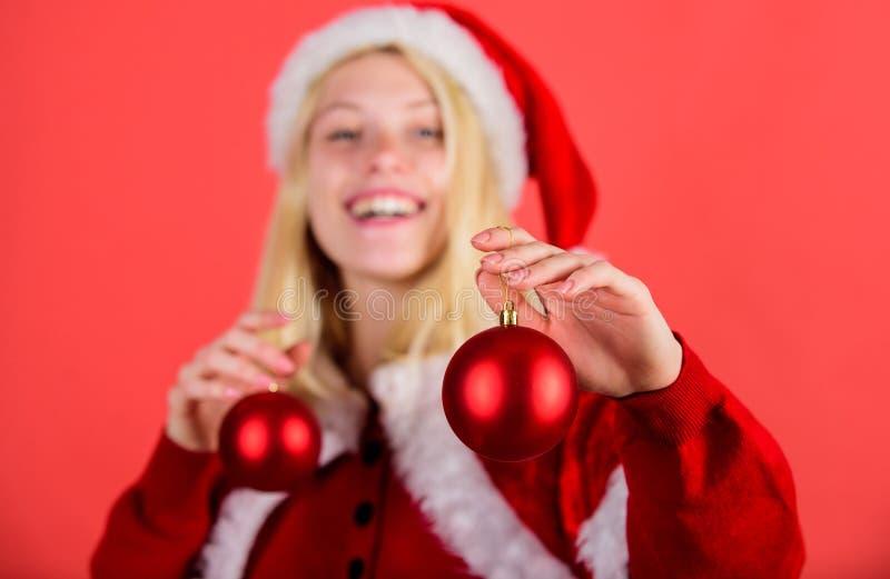 Concept de préparation de Noël Lets décorent l'arbre de Noël Noël préféré d'année de temps Appréciez la célébration avec photographie stock