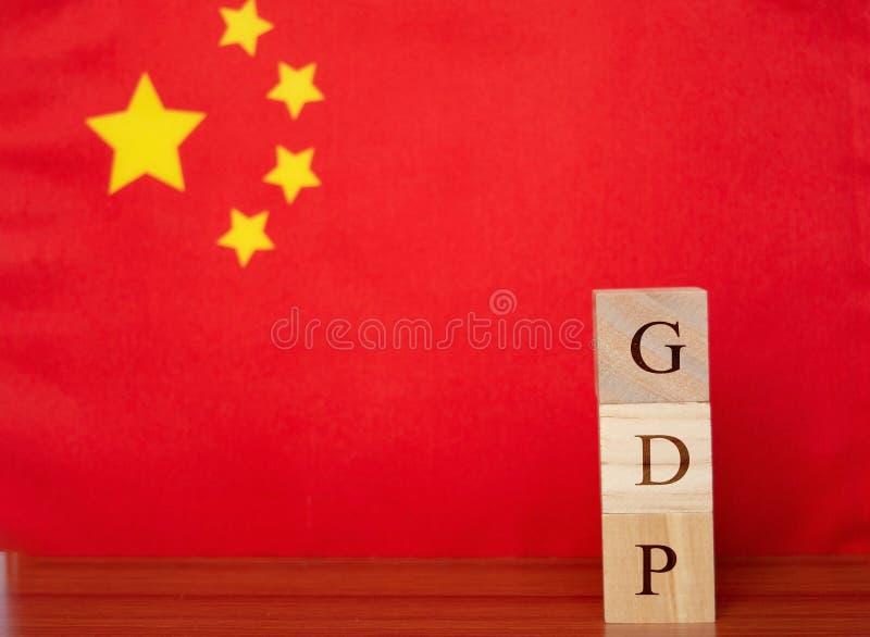 Concept de produit intérieur brut ou de PIB de la Chine dans des boîtes de lettre en bois photographie stock