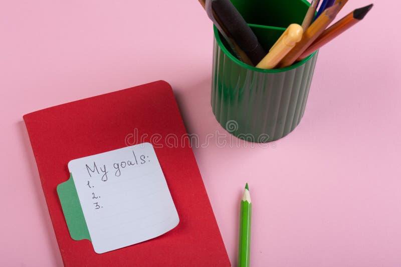concept de rappel et d'affaires - mes buts textotent avec le papier de note de b?ton image stock