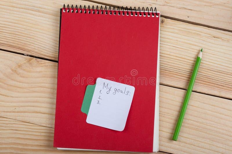 concept de rappel et d'affaires - mes buts textotent avec le papier de note de b?ton photographie stock