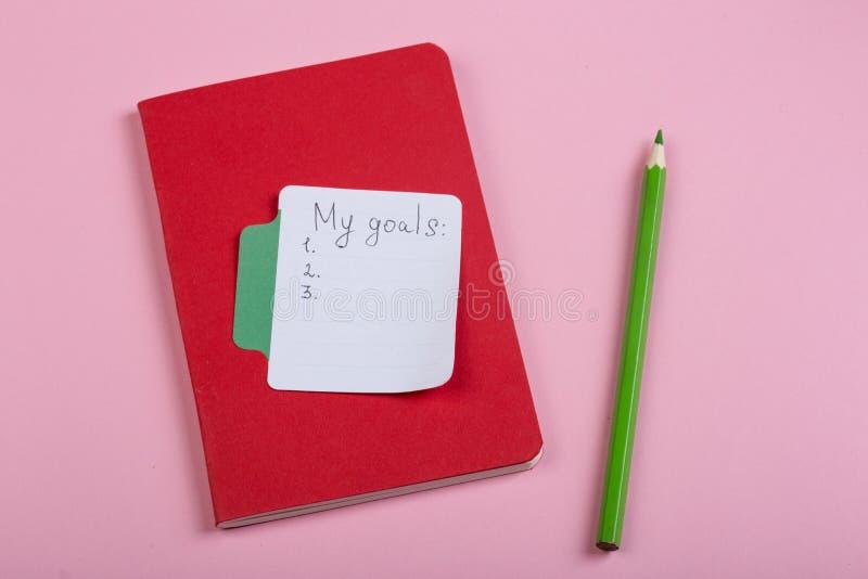 concept de rappel et d'affaires - mes buts textotent avec le papier de note de b?ton photo libre de droits