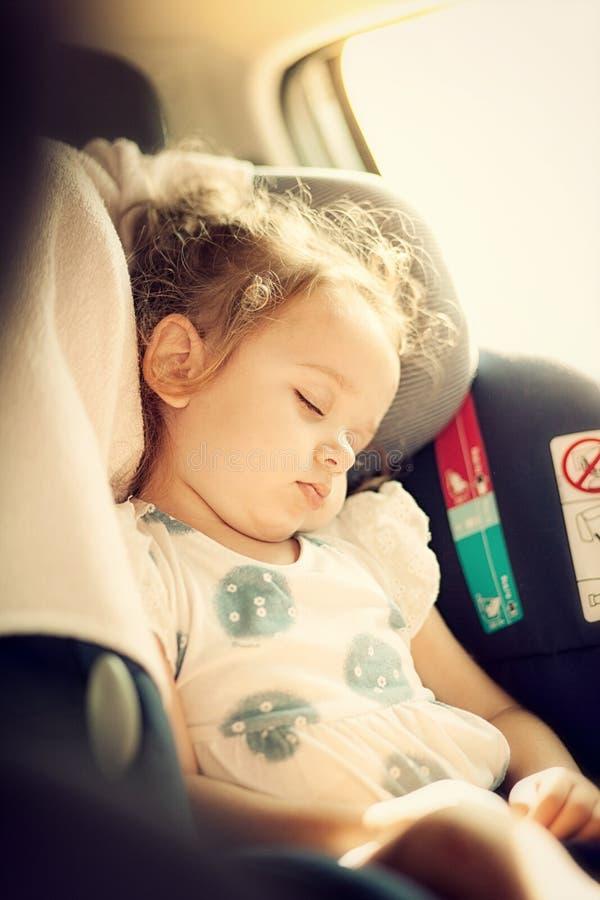 Concept de sécurité de bébé dans le siège de voiture photographie stock