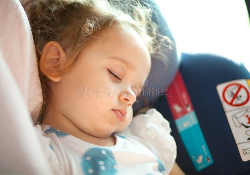Concept de sécurité de bébé dans le siège de voiture photographie stock libre de droits